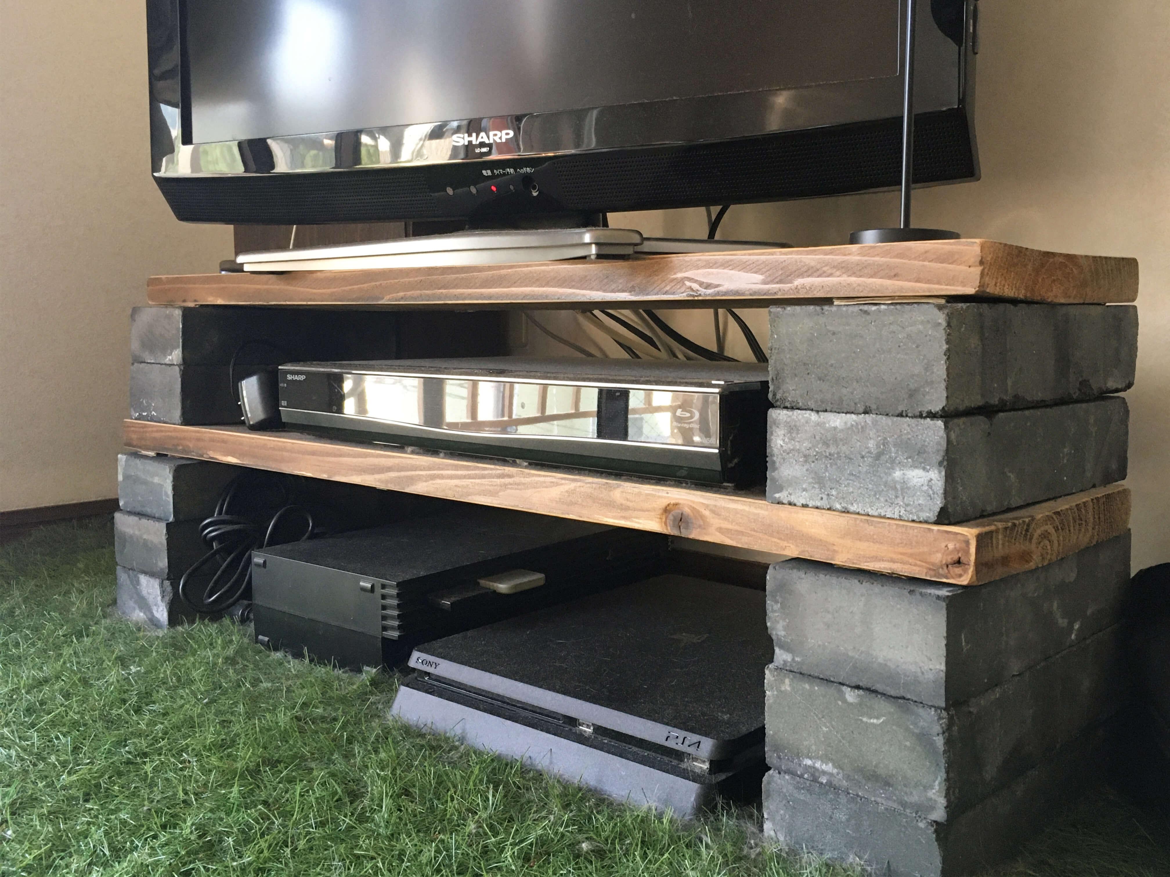 DIYしたスリムなテレビ台