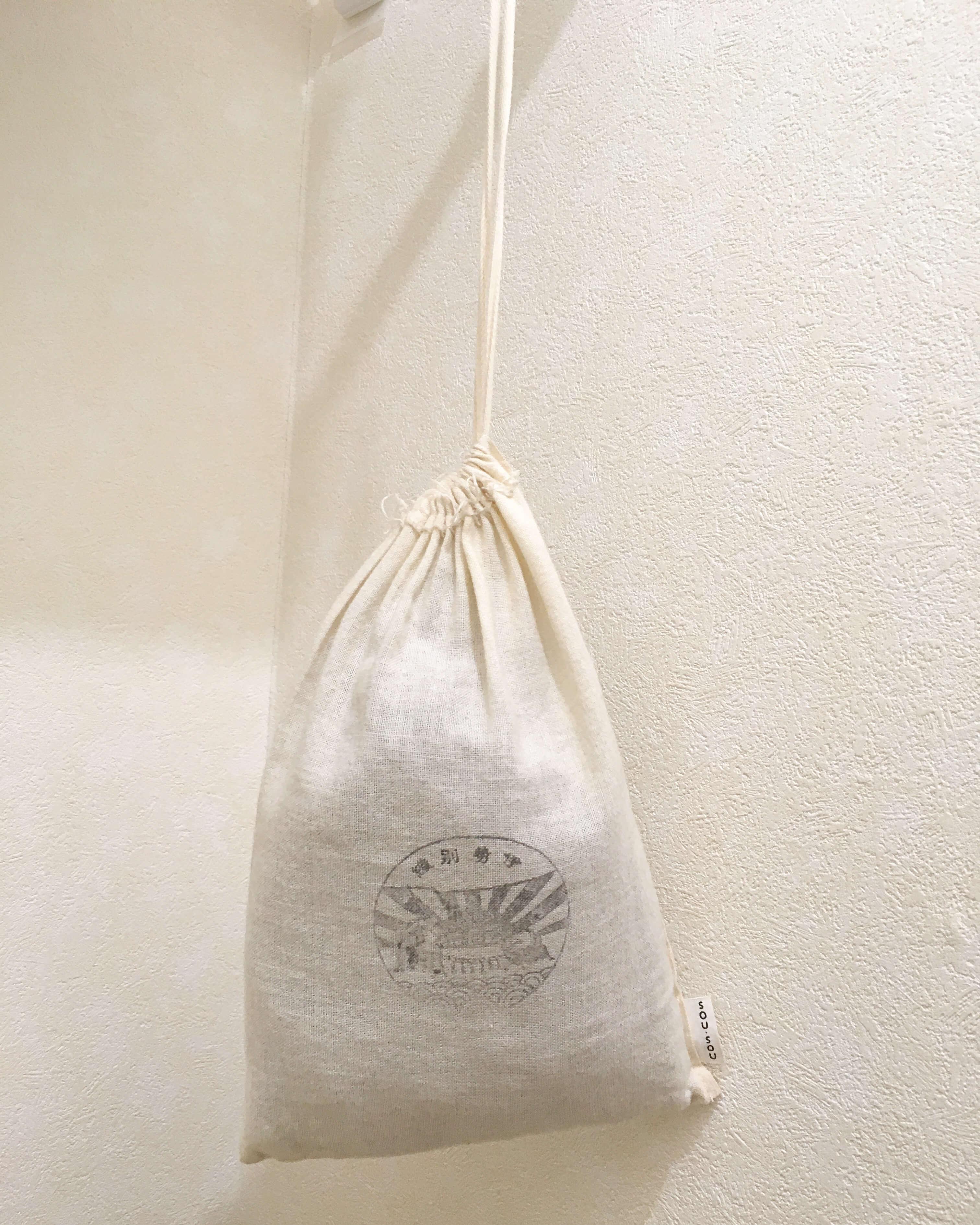 棚にぶら下げたサニタリー袋